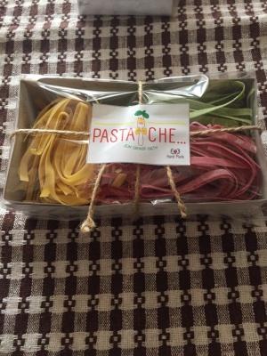 Затишний сімейний бізнес. Подружжя з Чернівців виготоляє кольорову італійську пасту та соуси до неї(ФОТО)