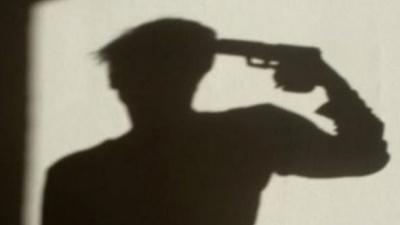 У центрі Рівного застрелився молодий чоловік: фото 18+