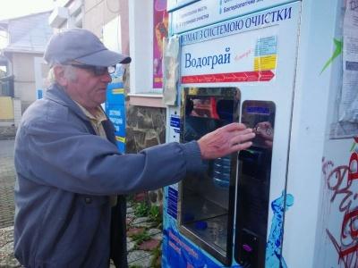 У Чернівцях перевірять якість питної води, яку продають з автоматів і бутель