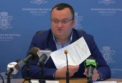 «Неприпустимо застосовувати зброю проти мирних громадян»: мер Чернівців дав оцінку сутичкам під Радою