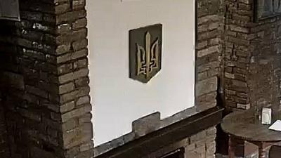 З України видворено поляка, який спалив тризуб у каміні ресторану