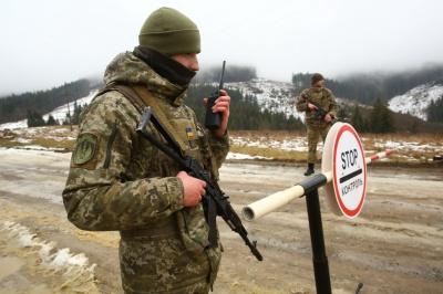 На Буковині група осіб намагалась перешкоджати прикордонникам, коли ті затримали двох контрабандистів