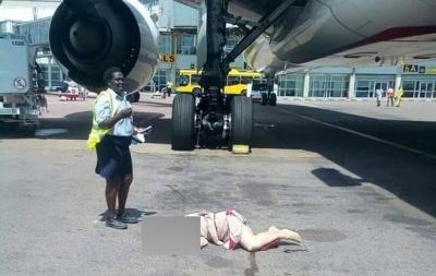 В Уганді померла стюардеса, яка випала з літака компанії Emirates
