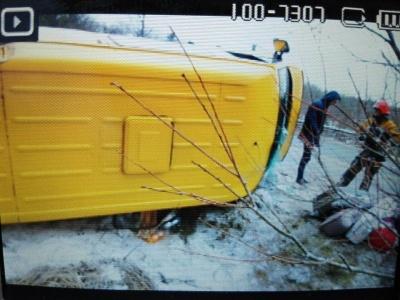 На Львівщині перекинувся мікроавтобус із заробітчанами з Буковини: троє людей постраждали (ФОТО)