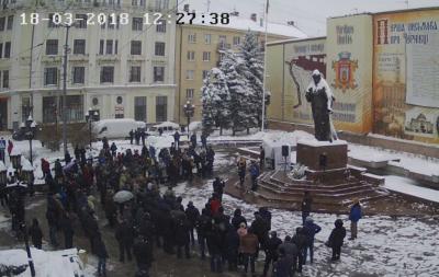 У Чернівцях на Центральній площі розпочався мітинг «Марш за майбутнє»
