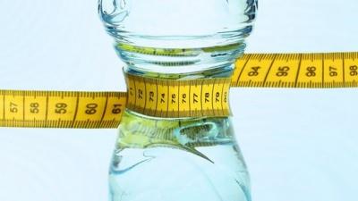 Вчені з'ясували, чи може вода допомогти схуднути