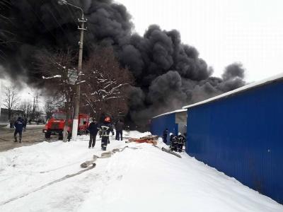 У Чернівцях поліція обмежила рух транспорту на вулиці Калинівській через пожежу на ринку