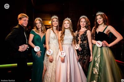 """«Не вірила, що переможу». 17-річна """"Королева Буковини"""" розповіла, як готувалася до конкурсу краси"""