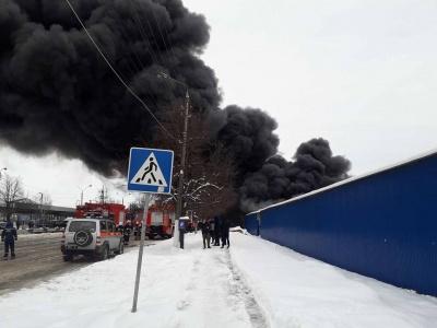 Медик повідомив про трьох постраждалих внаслідок пожежі на ринку в Чернівцях