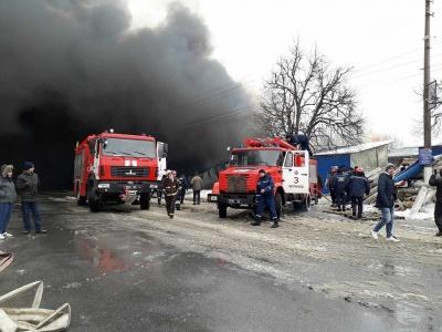 У Чернівцях рятувальники локалізували пожежу на Калинівському ринку