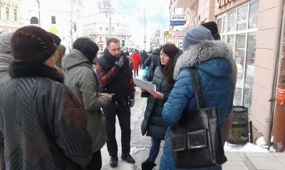 У Чернівцях активісти бойкотували відкриття аптеки без пандусів