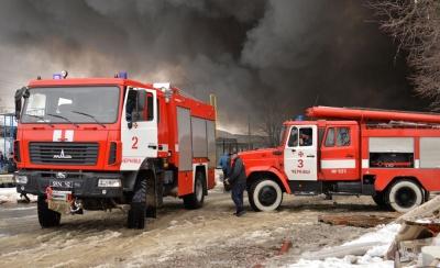 """""""Доню, не їдь сюди - у нас тут пекло"""": репортаж із пожежі на Калинівському ринку"""