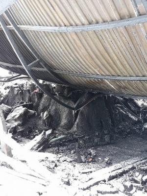 «Довкола сморід - ще тліють килими»: як виглядає Калинівський ринок після масштабної пожежі (ФОТО)