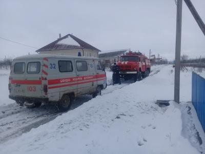 На Буковині рятувальники відбуксували із снігових заметів три карети швидкої допомоги
