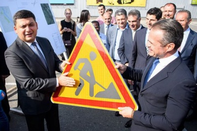 Прем'єр анонсував наймасштабніший ремонт доріг за всю історію незалежності