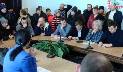 У Чернівцях десятки підприємців Калинки прийшли до міськради вимагати грошей на відбудову згорілого сектору