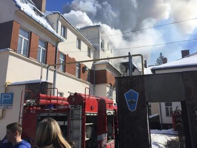 Рятувальники локалізували пожежу в транспортному коледжі Чернівців