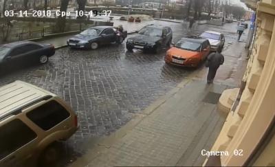 У Чернівцях поліція затримала водія, який у центрі міста збив пішохода й втік з місця ДТП