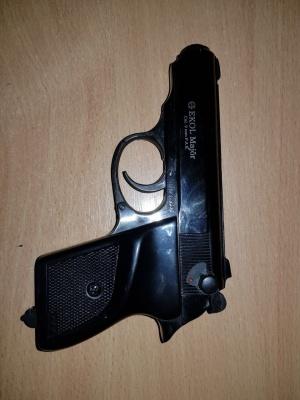 На Буковині прикордонники затримали іноземця зі зброєю та набоями