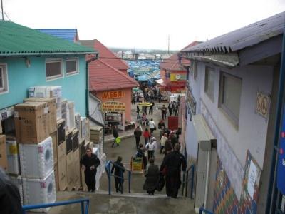 У Чернівцях виявили двох громадян Азербайджану, які незаконно працювали на Калинівському ринку