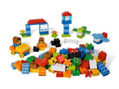 Першокласники отримують безкоштовні набори конструкторів LEGO