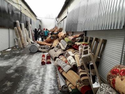 Пожежа на Калинці: підприємці за безцінь розпродують обгорілі килими