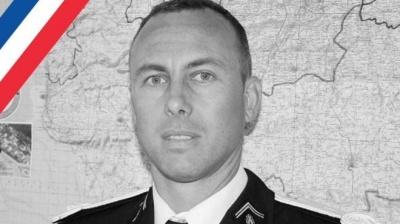 Помер поліцейський, який обміняв себе на заручників у Франції