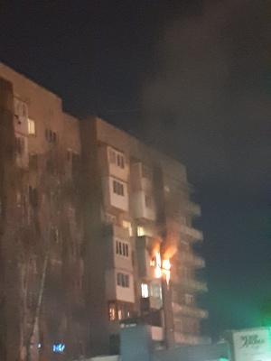 У Чернівцях горів балкон багатоповерхівки, пожежники не могли під'їхати