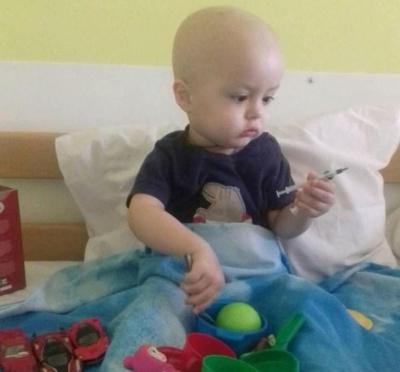 2-річний хлопчик з Чернівців потребує допомоги у боротьбі з важкою хворобою