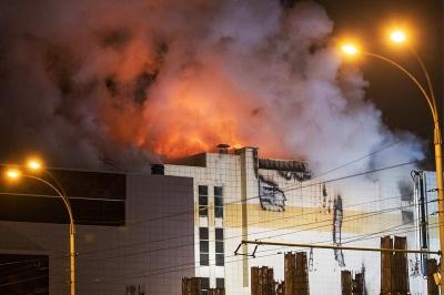 Кількість загиблих в результаті пожежі у кемеровському ТЦ збільшилися до 64 осіб