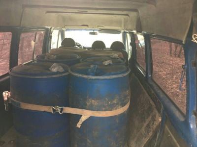 На Буковині біля кордону з Молдовою прикордонники затримали «бус» із бочками спирту