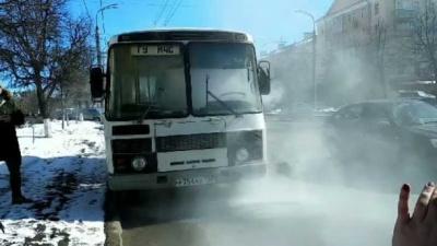 У Росії загорівся автобус із журналістами, які мали перевіряти безпеку торгових центрів (ВІДЕО)