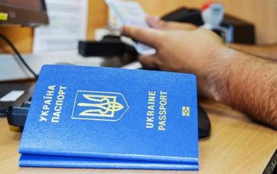 У ДМС розповіли про чергу за закордонними паспортами
