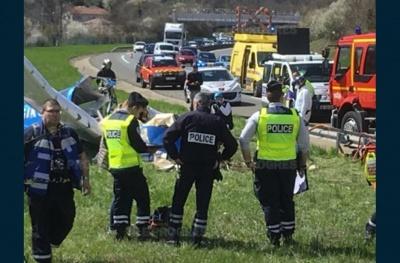 У Франції літак впав на шосе
