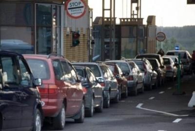 Через великодні свята на кордонах затори з сотні автівок