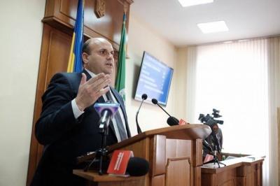 Голова Чернівецької облради задекларував годинник з рожевого золота й майже мільйон гривень готівкою