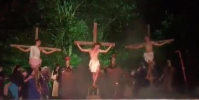 """На виставі про розп'яття Христа глядач побив актора, щоб """"врятувати Ісуса"""""""