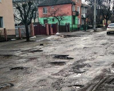 У Чернівцях активісти вимагають ремонту вулиці Щербанюка