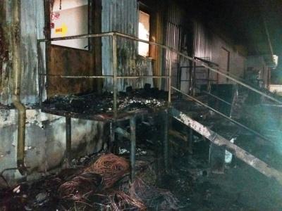 Вночі у Запоріжжі горів супермаркет, була можливість вибуху: фото