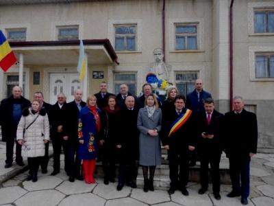 Делегація Чернівецької області в Румунії вшанувала пам'ять Тараса Шевченка