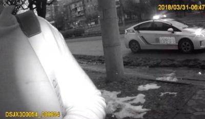 У Чернівцях поліція затримала водія, який пропонував патрульному хабар 200 доларів