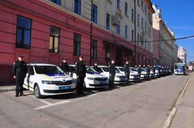 У Чернівцях автопарк Нацполіції поповнився 12 новими автівками