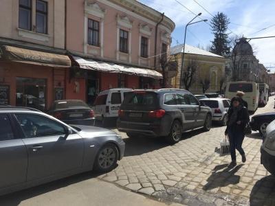У Чернівцях через аварію на тролейбусній лінії утворились затори (ФОТО)
