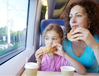 """Стало відомо, чим годуватиме пасажирів """"Укрзалізниця"""" у 2018 році"""