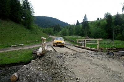 Фищук каже, що переконав нардепів виділити кошти на ремонт гірських доріг і мостів на Буковині