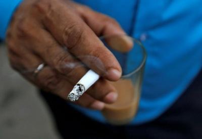 Курці обирають менш корисну їжу, ніж ті, хто не палить - вчені