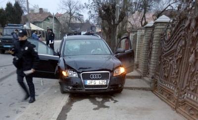 У Чернівцях «Ауді» протаранило «Ніссан»: постраждали обидві автівки