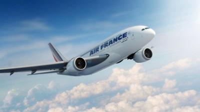 Відома французька авіакомпанія скасувала значну частину рейсів