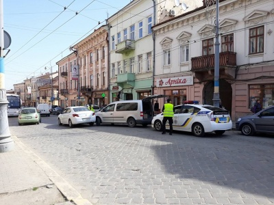 Через ДТП у центрі Чернівців утворився автомобільний затор (ФОТО)