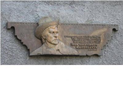 З будинку, де жив Іван Миколайчук, вкрали меморіальну дошку (ФОТО)